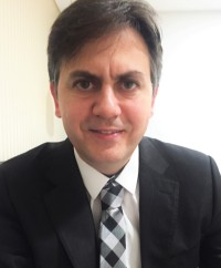 Dr. Gustavo Santos
